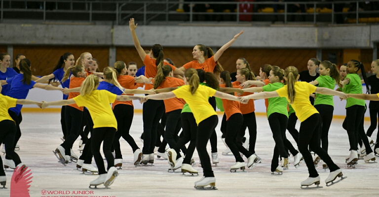 Tag 2 der ISU World Junior Synchronized Skating Championships in Neuchâtel